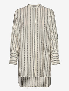 Feeria (Peach) (2999 kr) By Malene Birger |