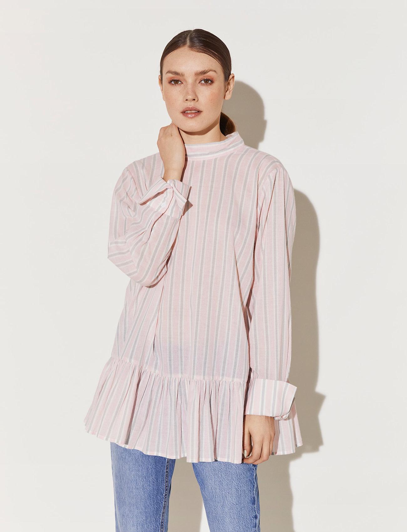By Malina - Aldina shirt - långärmade blusar - pale pink stripe - 0