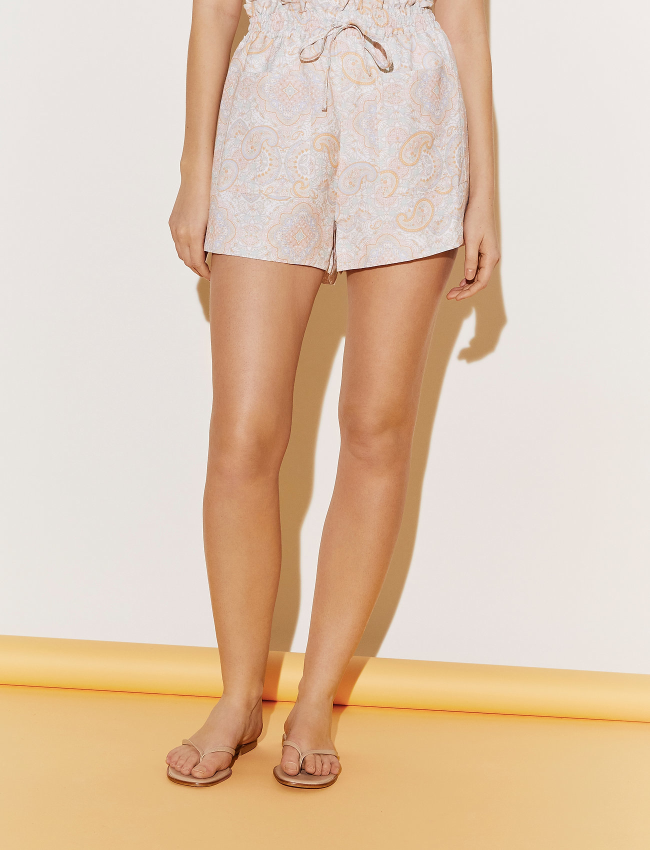 By Malina - Misty shorts - casual shorts - pastel paisley - 0