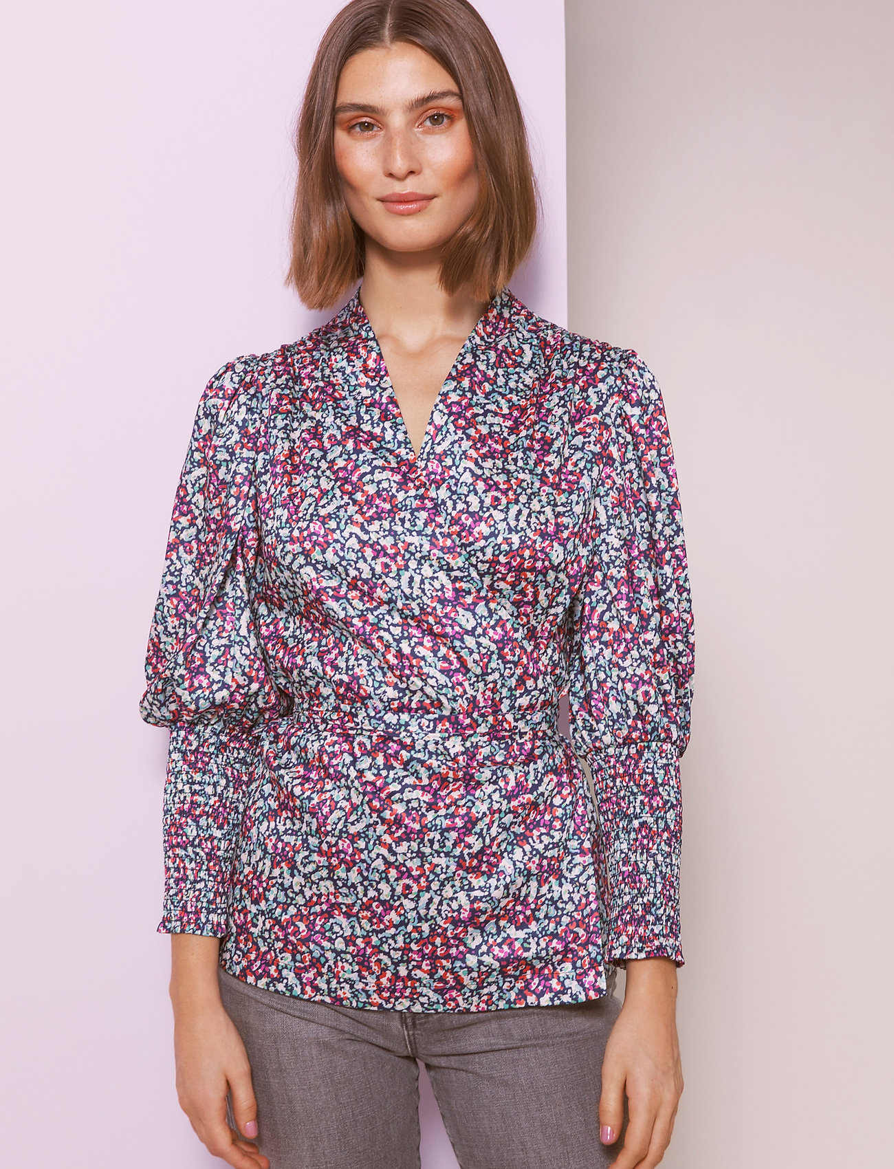 By Malina - Hope blouse - långärmade blusar - wild blossom - 0