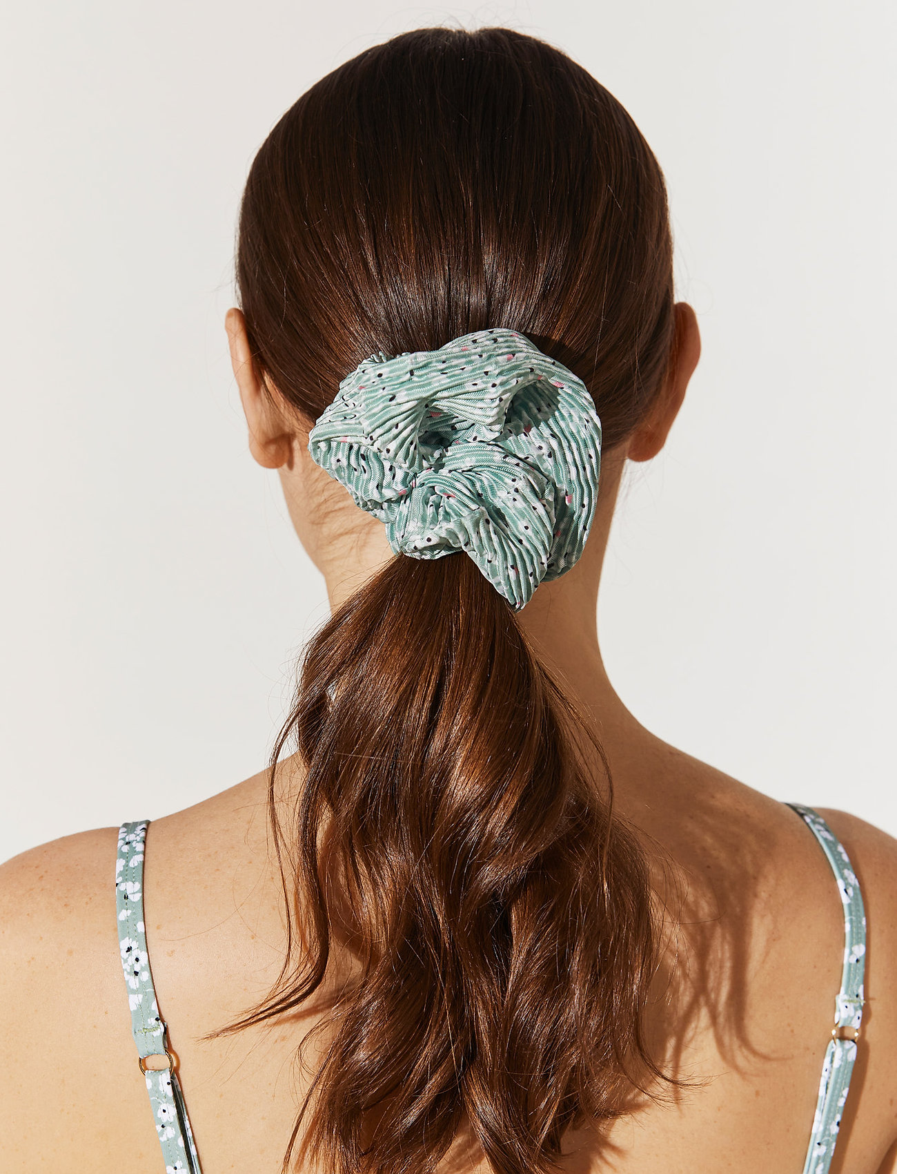 By Malina - Lou pleated scrunchie - haar accessoires - garden flower - 0
