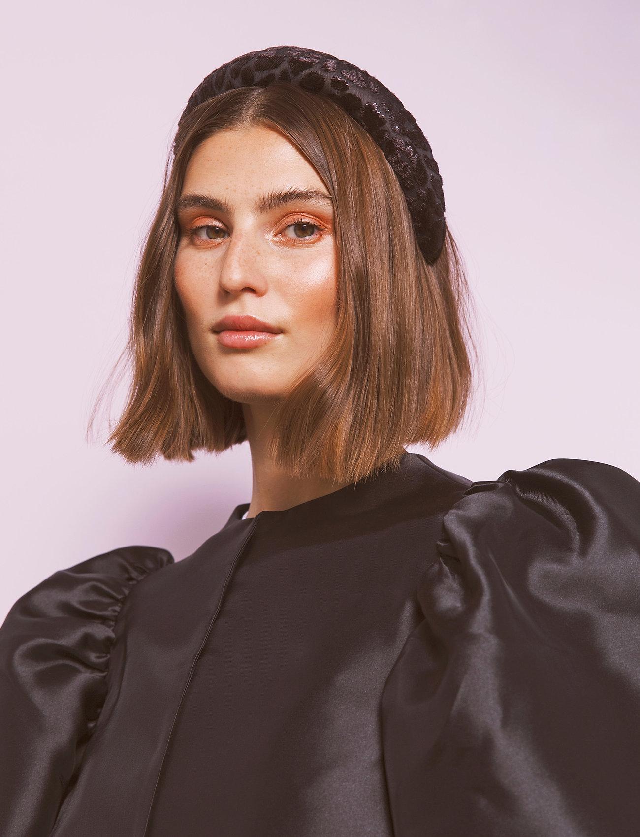 By Malina - Sally velvet headband - hårband - black sparkle - 0