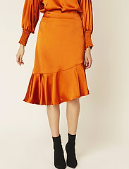 By Malina - Ellie skirt - midi kjolar - spiced honey - 0