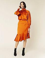 By Malina - Ellie skirt - midi kjolar - spiced honey - 4