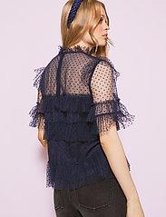 By Malina - Rachel dotted blouse - kortärmade blusar - deep blue - 3