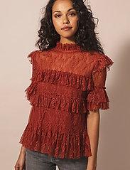 By Malina - Rachel blouse - kortärmade blusar - burnt henna - 0