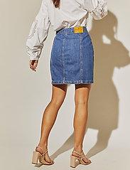 By Malina - Celie skirt - jeansowe spódnice - washed blue - 3