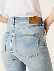 By Malina - Alexa jeans - straight regular - light blue wash - 4