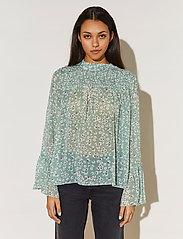 By Malina - Donna blouse - långärmade blusar - garden flower - 0