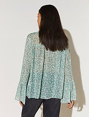 By Malina - Donna blouse - långärmade blusar - garden flower - 3