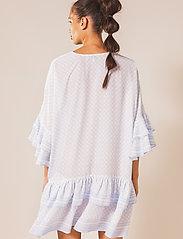 By Malina - Kyla dress - vardagsklänningar - iconic print ocean blue - 3