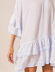 By Malina - Kyla dress - vardagsklänningar - iconic print ocean blue - 4