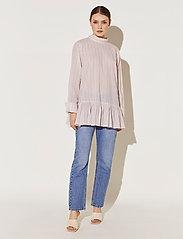 By Malina - Aldina shirt - långärmade blusar - pale pink stripe - 3
