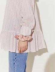 By Malina - Aldina shirt - långärmade blusar - pale pink stripe - 4