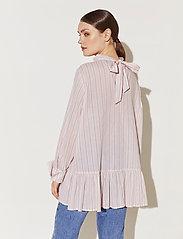 By Malina - Aldina shirt - långärmade blusar - pale pink stripe - 5