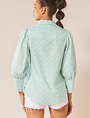 By Malina - Eliza shirt - långärmade skjortor - coastal flower - 3