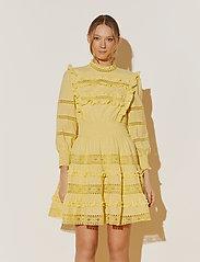 By Malina - Emmie dress - sommarklänningar - lemon - 0