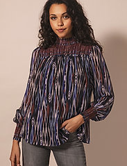 By Malina - Shirley blouse - långärmade blusar - ikat - 0