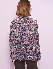 By Malina - Ivey blouse - långärmade blusar - wild blossom - 3