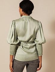 By Malina - Hope blouse - långärmade blusar - sage - 3