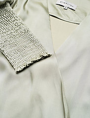 By Malina - Hope blouse - långärmade blusar - sage - 4