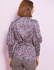 By Malina - Hope blouse - långärmade blusar - wild blossom - 3