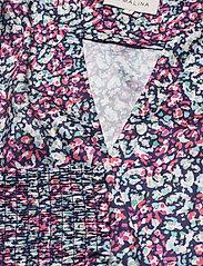 By Malina - Hope blouse - långärmade blusar - wild blossom - 4