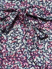 By Malina - Hope blouse - långärmade blusar - wild blossom - 5