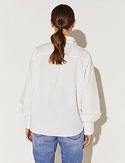 By Malina - Skylar shirt - långärmade blusar - white - 4