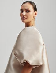 By Malina - Cleo blouse - kortärmade blusar - soft beige - 4