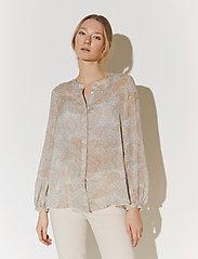 By Malina - Sacha blouse - långärmade blusar - pastel paisley - 0