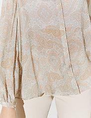 By Malina - Sacha blouse - långärmade blusar - pastel paisley - 3