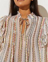By Malina - Jade blouse - långärmade blusar - inca soft beige - 4