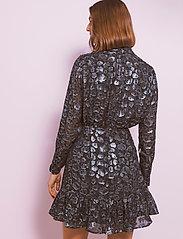 By Malina - Lively dress - festklänningar - black sparkle - 3