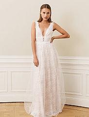 By Malina - Juliet gown - trouwjurken - champagne - 3