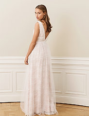 By Malina - Juliet gown - trouwjurken - champagne - 4