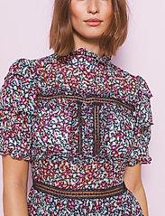 By Malina - Harlow dress - cocktailklänningar - wild blossom - 4
