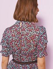 By Malina - Harlow dress - cocktailklänningar - wild blossom - 5