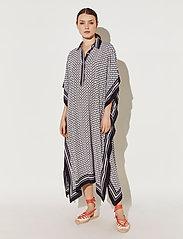 By Malina - Mollie kaftan - strandkläder - iconic print black - 0