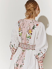 By Malina - Caily dress - midiklänningar - french rose pale pink - 4
