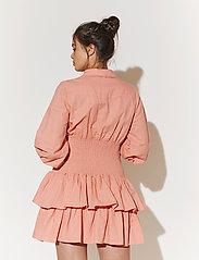 By Malina - Coralie dress - sommarklänningar - melon crush - 4