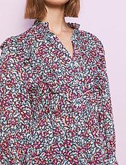 By Malina - Leah dress - vardagsklänningar - wild blossom - 4