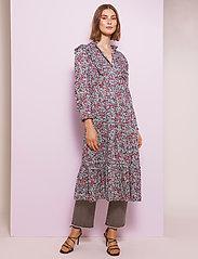 By Malina - Leah dress - vardagsklänningar - wild blossom - 5