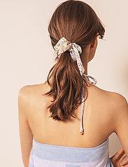 By Malina - Lollo scrunchie - hårsnoddar - summer blooms - 0