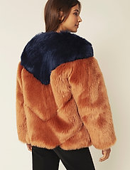 By Malina - Rocca faux fur jacket - faux fur - spiced honey-inc blue - 3