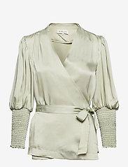 By Malina - Hope blouse - långärmade blusar - sage - 1