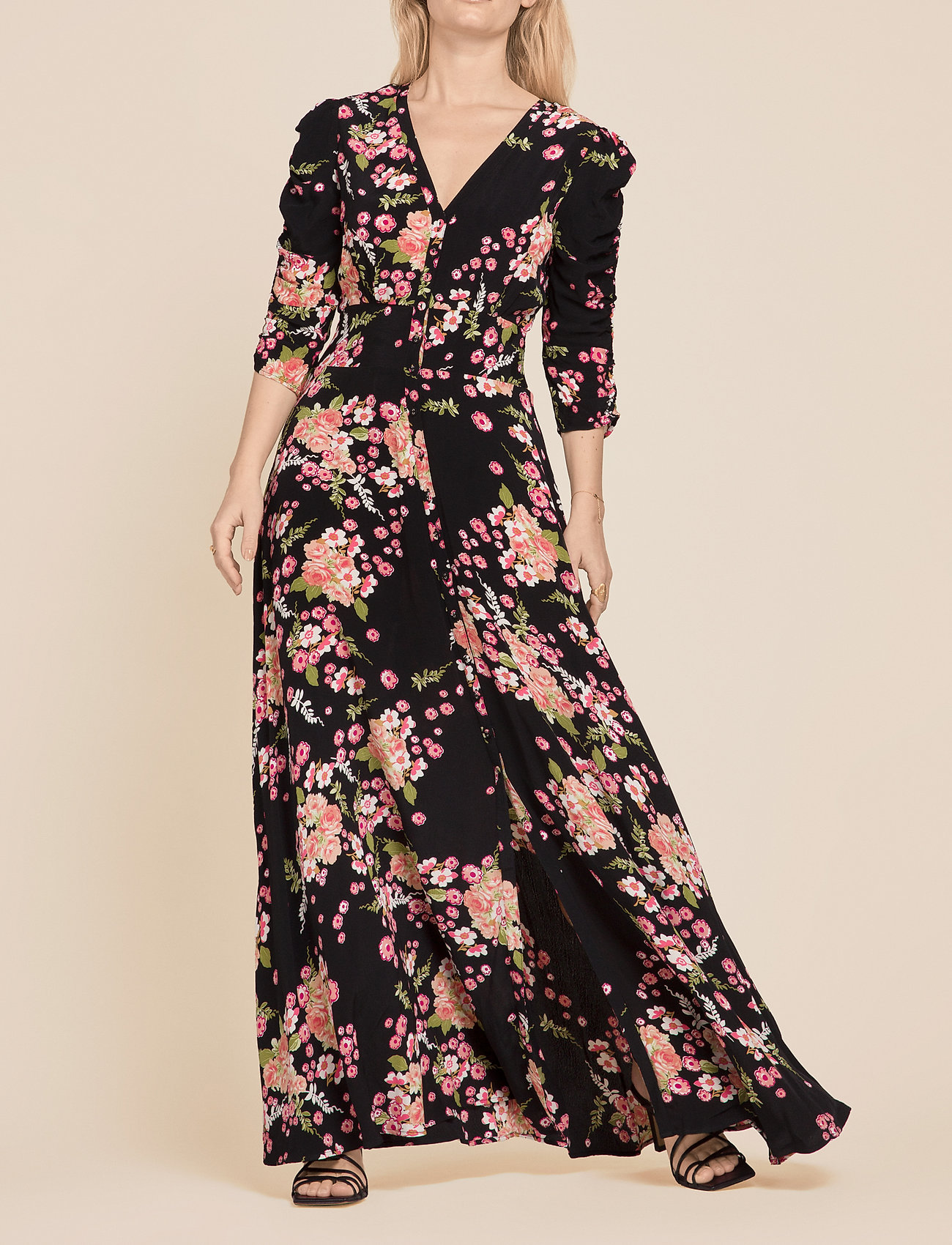 by Ti Mo - Summer Rouching Gown - maxiklänningar - flora black - 0