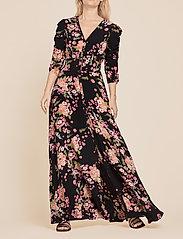by Ti Mo - Summer Rouching Gown - maxiklänningar - flora black - 0