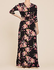 by Ti Mo - Summer Rouching Gown - maxiklänningar - flora black - 3