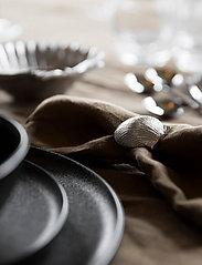 ByOn - Napkin ring Shell - serviettringer & serviettholdere - silver - 1